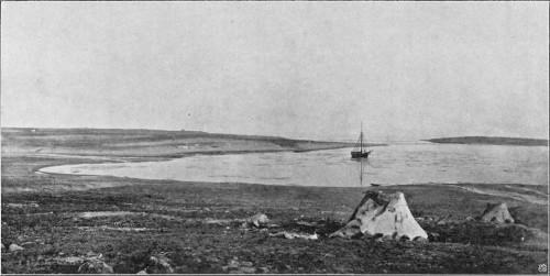 GJØA TIL ANKERS I GJØAHAVN (SOMMEREN 1904).