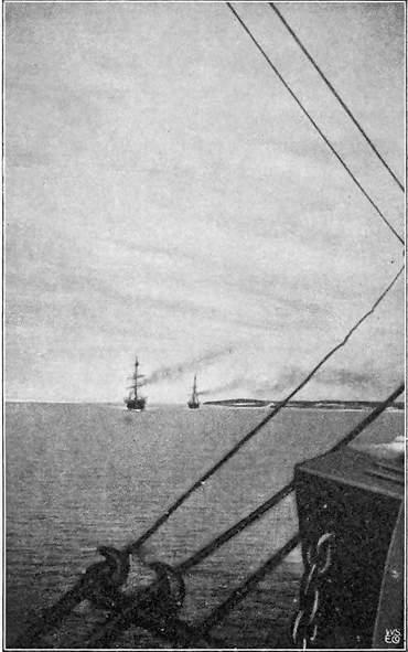 DE TO FØRSTE HVALFANGERE KOMMER IND TIL KING POINT (11TE JULI 1906). ALEXANDER. JEANETTE.