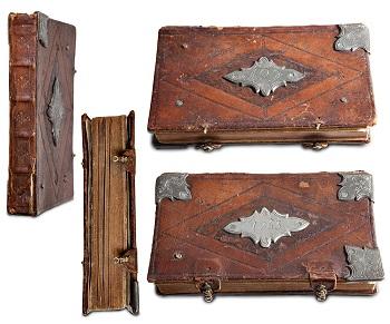 Hjørnebeslag og bokspenner i metall