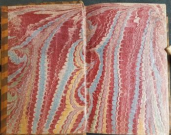 Forsatsblad av kammarmorert papir flerfarget rødt, blått og gult