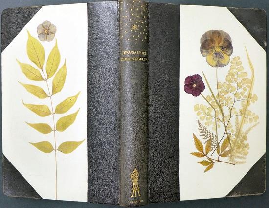 «Blomsterbind», bøker innlagt med blomster, strå og blader. 1903. Eier: Nasjonalbiblioteket