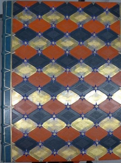 Praktbind tegnet av Thor B. Kielland, gullsmedarbeidene er utført av Tostrup Prytz og innbindingen av H.M. Refsum, 1929/30. Eier: Nasjonalbiblioteket