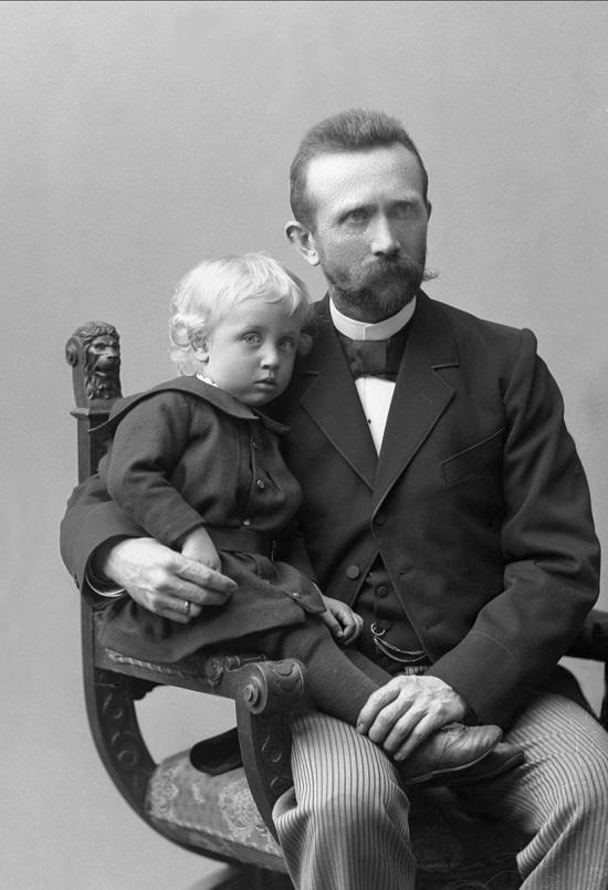 Hans Mathæus Refsum, trolig med en av sønnene på fanget. Fotograf: Gustav Borgen (årstall ukjent). Eier: Nasjonalbiblioteket